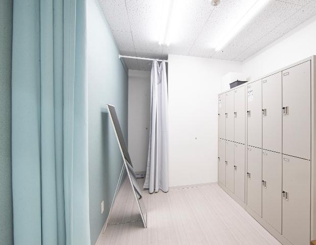 市川駅徒歩3分キックボクシングジムの更衣室