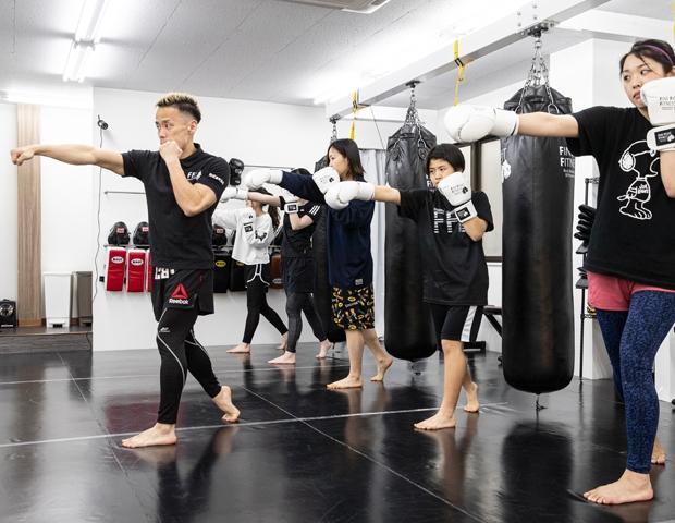 市川駅徒歩3分キックボクシングジムのトレーニングシーン1